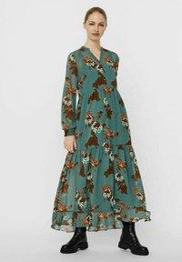 Vero Moda - Maxi dress - laurel wreath - 0