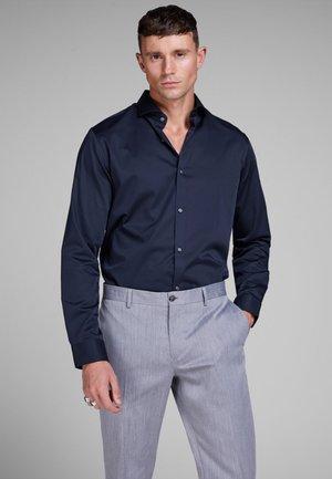 ELEGANTES - Formal shirt - navy blazer