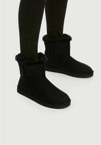 PULL&BEAR - Winter boots - black - 0