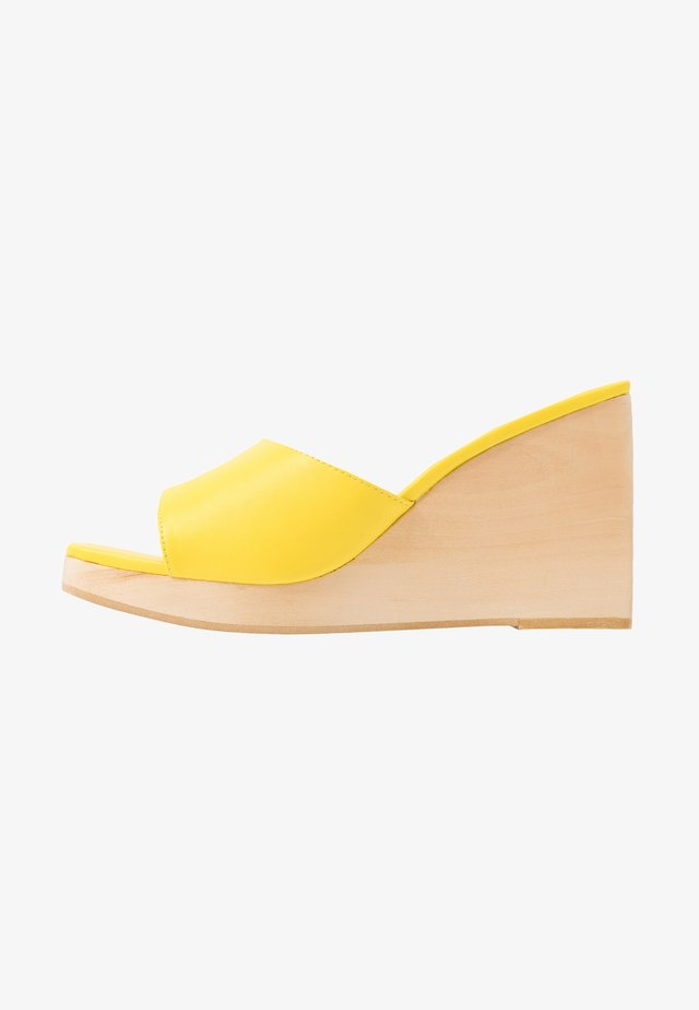 SIMONA - Clogs - yellow