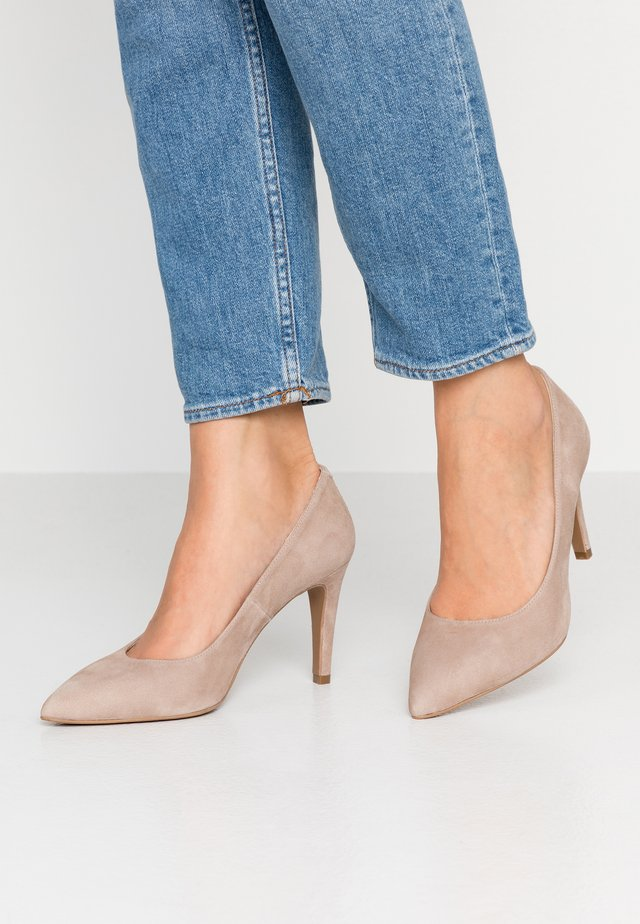 WIDE FIT DIAN - Klassiska pumps - piedra