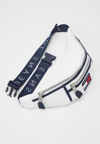 Tommy Jeans - HERITAGE BUMBAG CNVS - Bum bag - white - 3