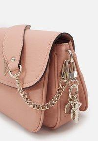 Guess - HANDBAG DESTINY SHOULDER BAG - Handbag - blush - 2