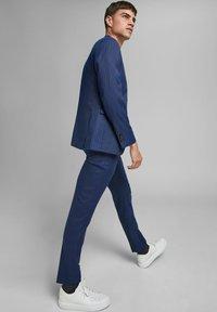 Jack & Jones PREMIUM - SUPER SLIM FIT - Suit trousers - dark navy - 3