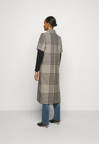MM6 Maison Margiela - Classic coat - black - 2