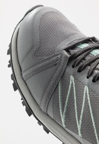 The North Face - W LITEWAVE FASTPACK II WP - Trainers - griffin grey/dark shadow grey - 5