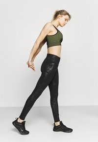 Under Armour - RUSH TONAL LEG  - Leggings - black - 4