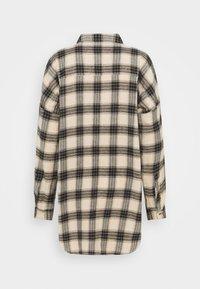 Noisy May - NMERIK WINTER OVERSIZE SHIRT - Button-down blouse - white pepper/black - 1