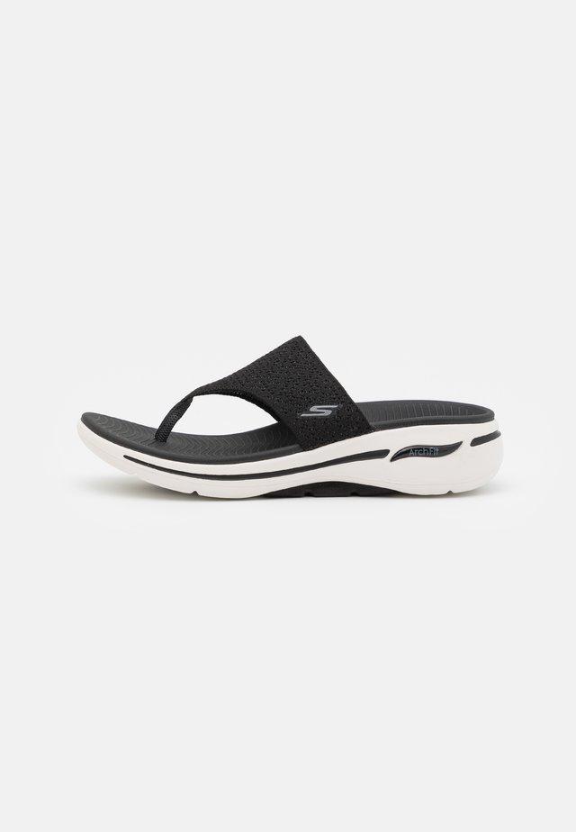 GO WALK ARCH FIT - Sandalias de dedo - black/white