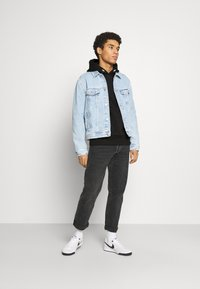 Tommy Jeans - DETAIL HOODIE UNISEX - Bluza z kapturem - black - 1