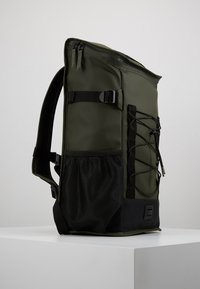 Rains - MOUNTAINEER BAG UNISEX - Rygsække - green - 3