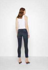 Calvin Klein Jeans - MID RISE SKINNY ANKLE - Jeans Skinny Fit - blue black rivet - 2