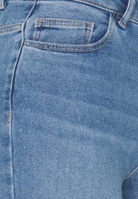 Pieces - PCMIDFIVE FLEX - Jeans Skinny Fit - light blue denim - 2