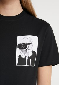 KARL LAGERFELD - LEGEND POCKET TEE - Print T-shirt - black - 5