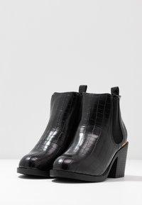 Dorothy Perkins Wide Fit - WIDE FIT ANSTY ELASTIC HEELED CHELSEA - Kotníková obuv - black - 4