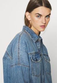 Vero Moda - VMMINA LOOSE - Button-down blouse - medium blue denim - 3