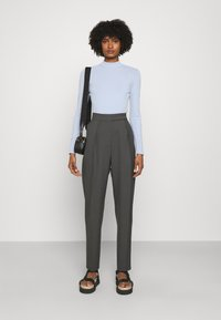 KARL LAGERFELD - LOGO MOCK NECK - Pullover - cashmere blue - 1