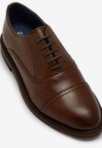 Next - Zapatos con cordones - tan - 2