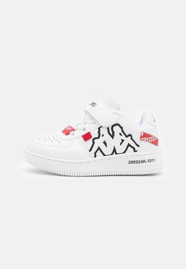 BASH UNISEX - Chaussures d'entraînement et de fitness - white/black