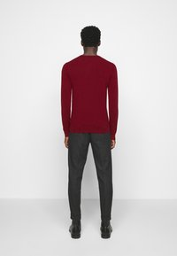 J.LINDEBERG - LYLE CREW NECK - Jumper - chili red - 2
