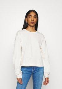 Vero Moda - VMCARMEN - Sweatshirt - birch - 0