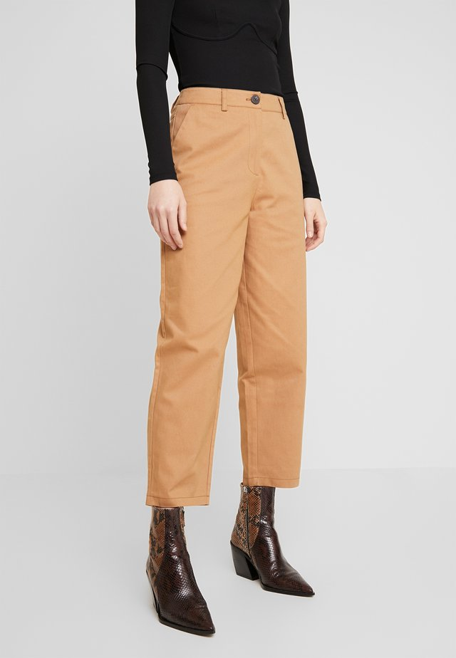 KALI ANKLE PANTS - Trousers - tobacco brown