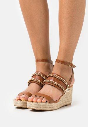 Platform sandals - brown light