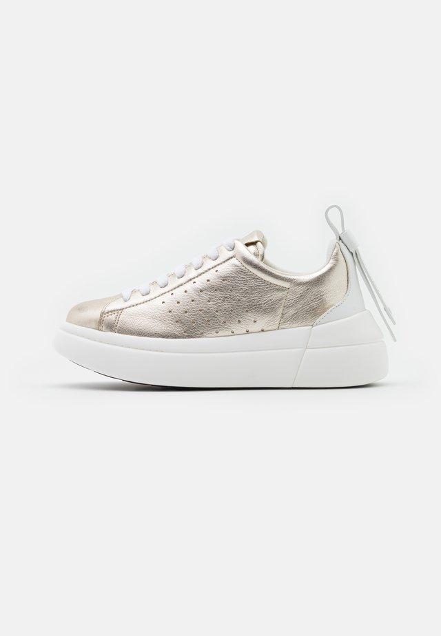 Sneakersy niskie - platino/bianco