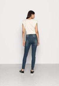 Missguided - SINNER DISTRESS KNEE CUT  - Jeans Skinny - blue - 2