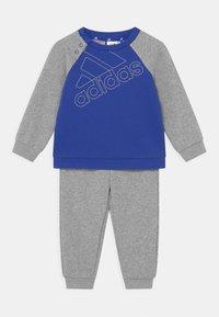 bold blue/white/medium grey heather