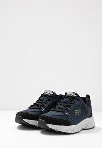 Skechers - OAK CANYON - Baskets basses - navy/black - 2