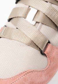 CLOSED - SPICY - Baskets basses - soft pink - 2