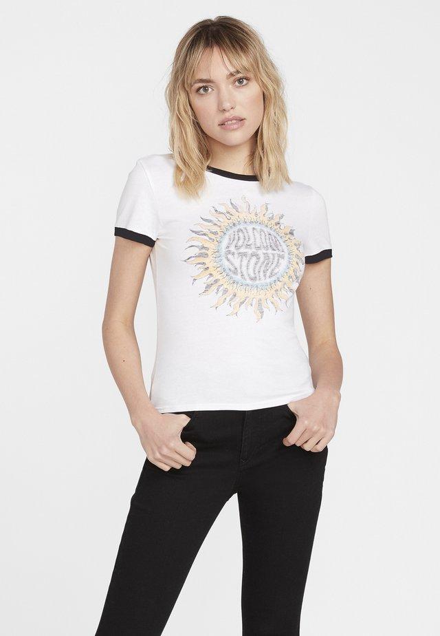 GO FASTER RINGER - Print T-shirt - white