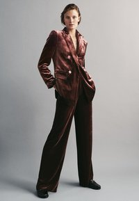 Massimo Dutti - GERADE GESCHNITTENE  - Pantalon classique - bordeaux - 0