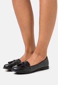 New Look - KAIRY FRINGE LOAFER KADET - Nazouvací boty - black - 0