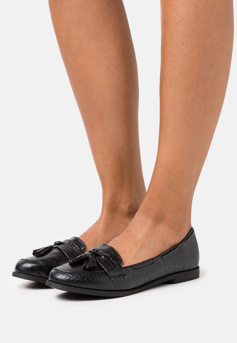 New Look - KAIRY FRINGE LOAFER KADET - Nazouvací boty - black