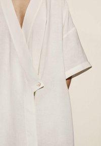 Massimo Dutti - IN WICKELOPTIK - Maxi dress - white - 3