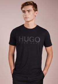 HUGO - DOLIVE - Print T-shirt - black - 0