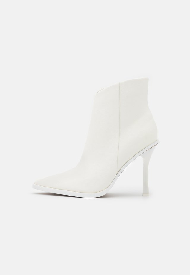 HANDSOME POINT BOOT - Botines - white