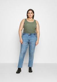 Noisy May Curve - NMOLIVIA SLIM STRAIGHT - Straight leg jeans - light blue denim - 1