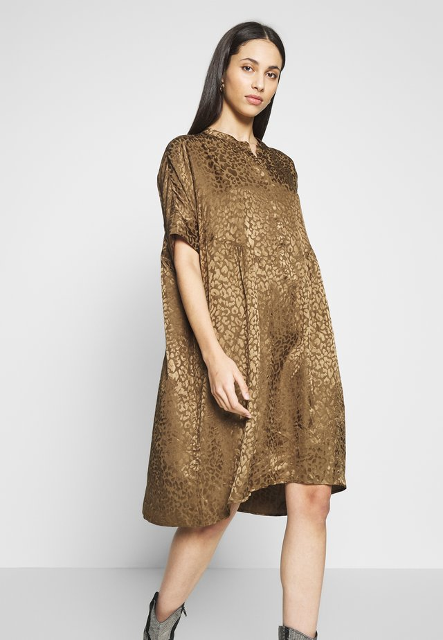SLFMETTE VIOLA OVERSIZE DRESS - Sukienka letnia - olive night