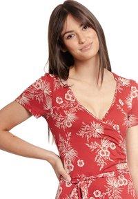 Vive Maria - HAWAII VACATION - Jumper dress - rot allover - 3