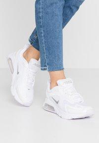 Nike Sportswear - AIR MAX 200 - Sneakersy niskie - white/barely grape/metallic silver - 0