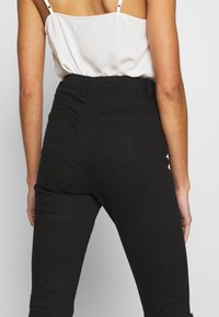 Missguided - SINNER HIGHWAISTED DESTROYED - Jeans Skinny Fit - black - 5