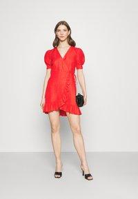 Forever New - BOSTON WRAP SKATER DRESS - Robe d'été - red - 1