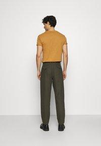 Ben Sherman - TROUSER - Trousers - khaki - 2