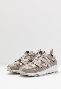 Hi-Tec - V-LITE RAPID WOMENS - Hiking shoes - desert/taupe - 2