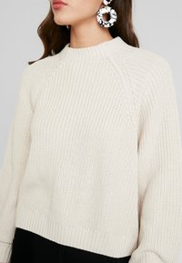 Monki - GITTY  - Strickpullover - sand - 5