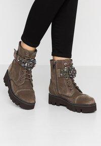 Alma en Pena - Platform ankle boots - crosta taupe - 0