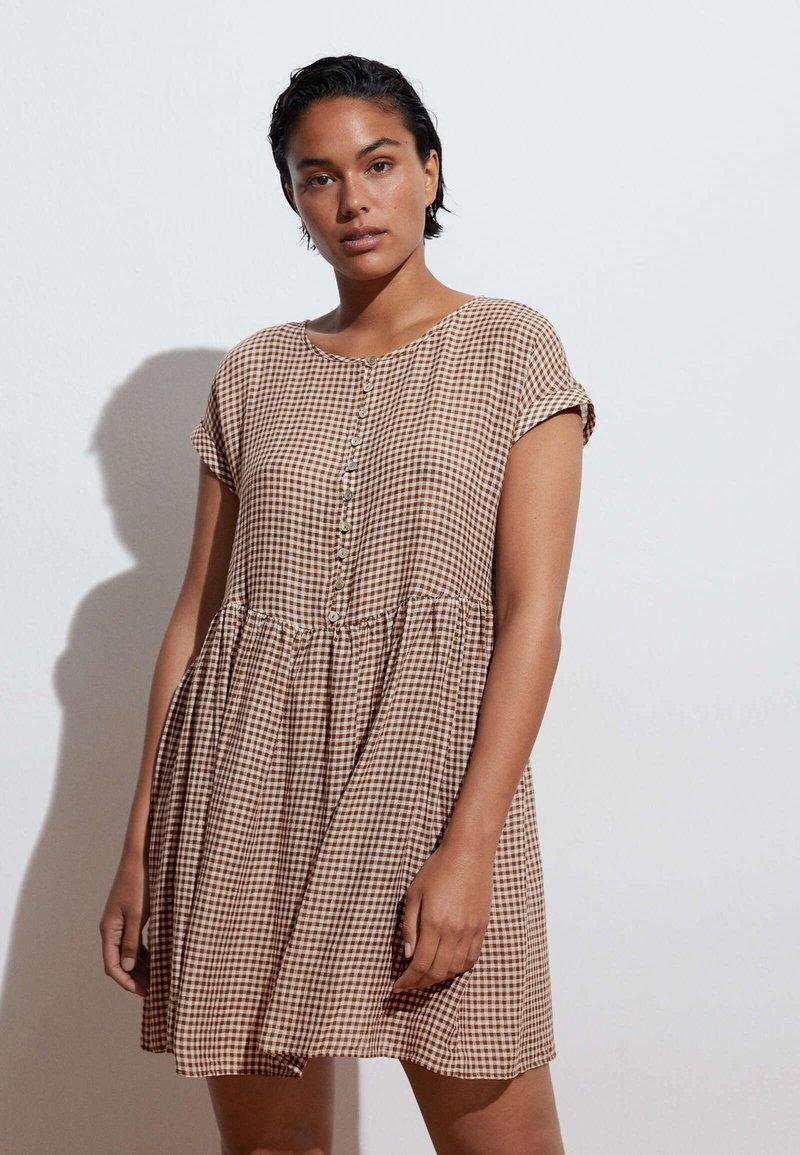 OYSHO - GINGHAM  - Day dress - brown